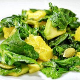 Зеленый салат с авокадо и апельсином