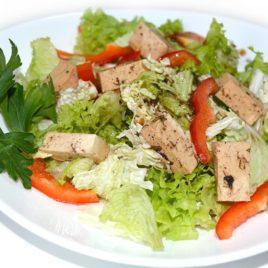 Салат с сыром тофу