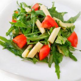 Салат с рукколой в горчично-медовом соусе