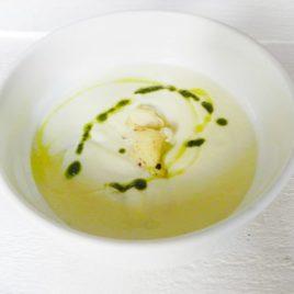 Крем-суп из цветной капусты с миндальными хлопьями